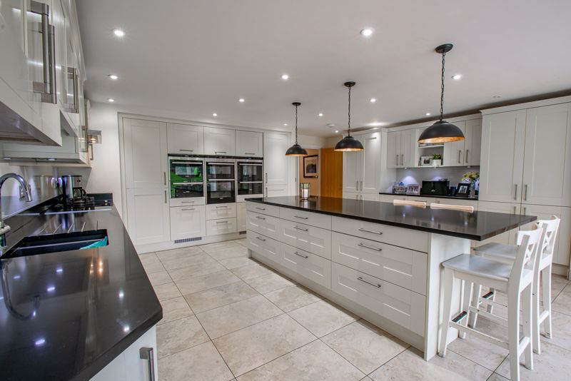 4 bed house for sale in Linthurst Newtown 4