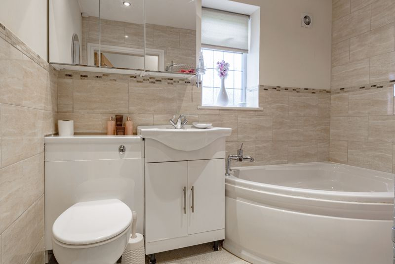2 bed bungalow for sale in Lincoln Road 11