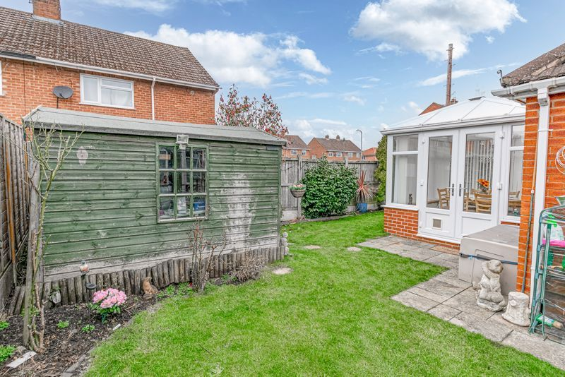 2 bed bungalow for sale in Lincoln Road 12