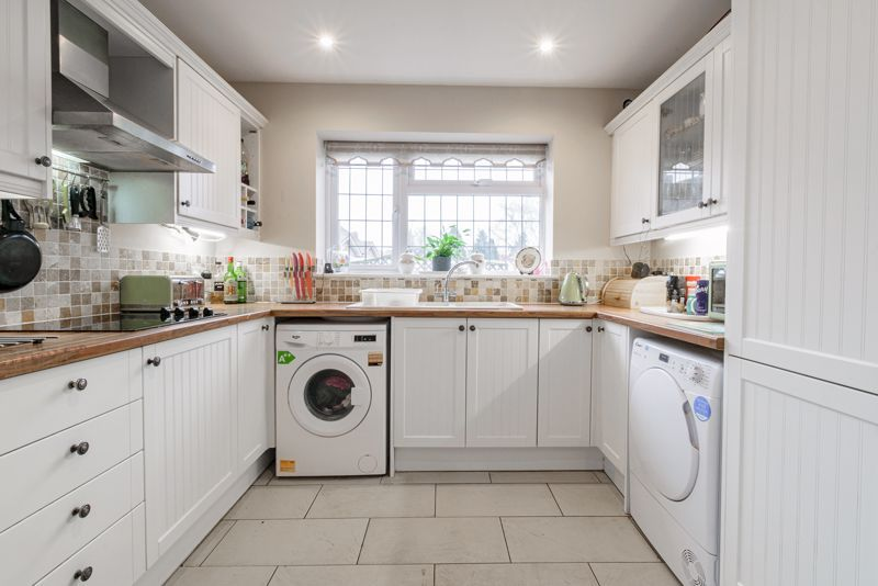 2 bed bungalow for sale in Lincoln Road  - Property Image 3