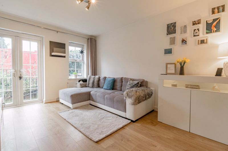 1 bed flat for sale in Worcester Road 2
