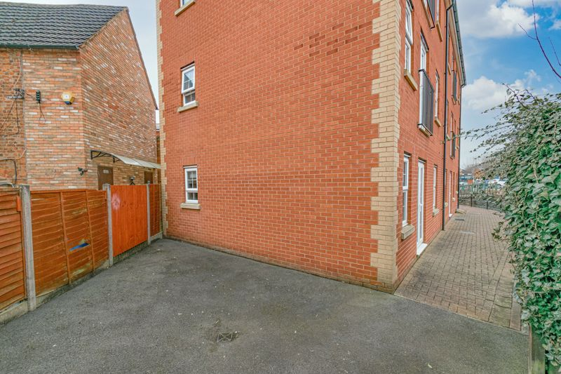 1 bed flat for sale in Worcester Road  - Property Image 12