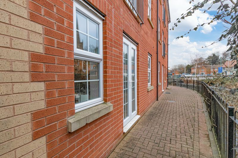 1 bed flat for sale in Worcester Road 13