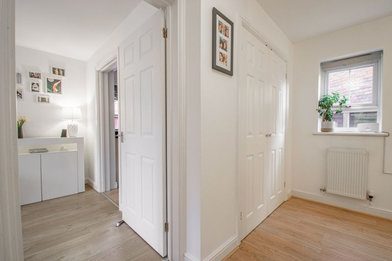 1 bed flat for sale in Worcester Road 6