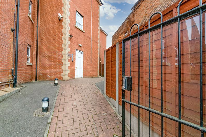 1 bed flat for sale in Worcester Road 10