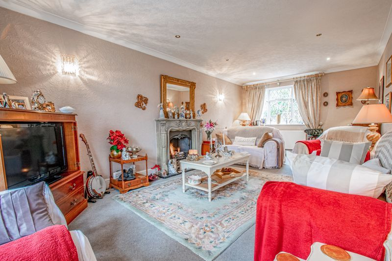3 bed cottage for sale in Lickey Rock  - Property Image 2