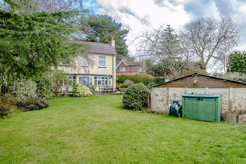 3 bed cottage for sale in Lickey Rock 13