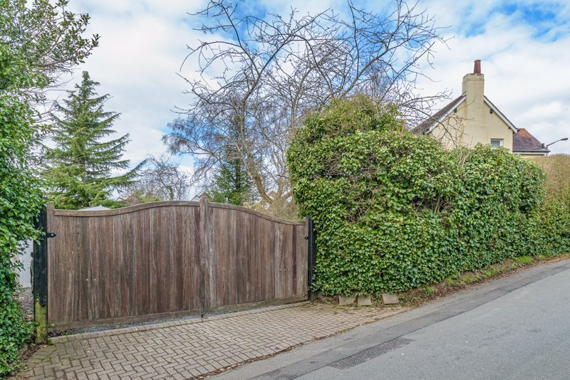 3 bed cottage for sale in Lickey Rock 15