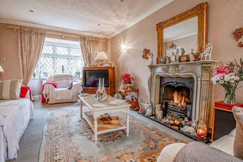 3 bed cottage for sale in Lickey Rock 3
