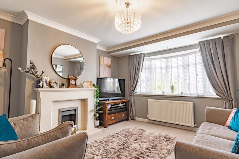 4 bed  for sale in Hawne Lane  - Property Image 2