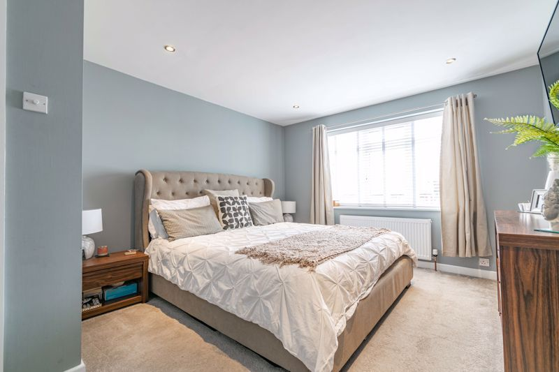 4 bed  for sale in Hawne Lane  - Property Image 11