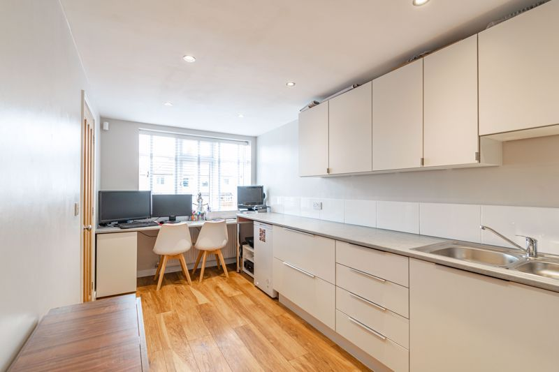 4 bed  for sale in Hawne Lane 9