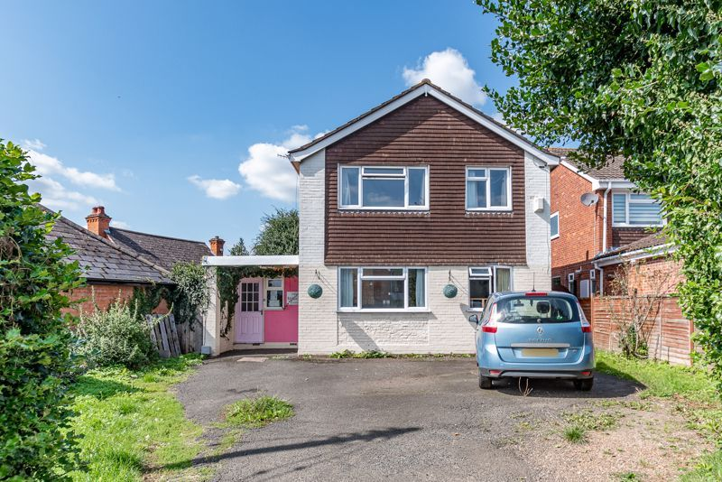4 bed house for sale in Woodrow Lane 1