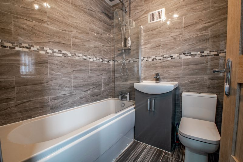 2 bed house for sale in Hewell Avenue 11