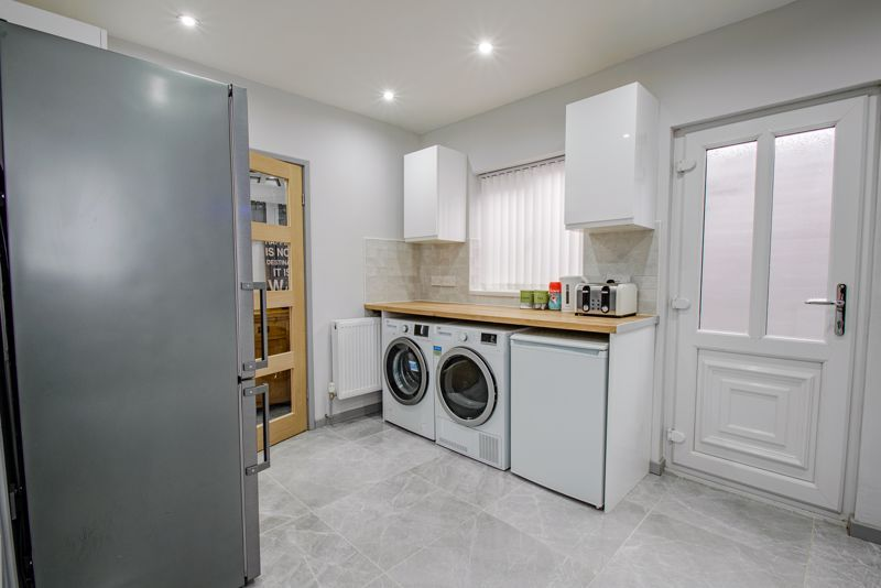 2 bed house for sale in Hewell Avenue 4