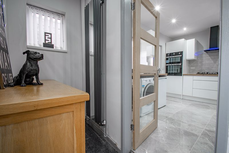 2 bed house for sale in Hewell Avenue 5
