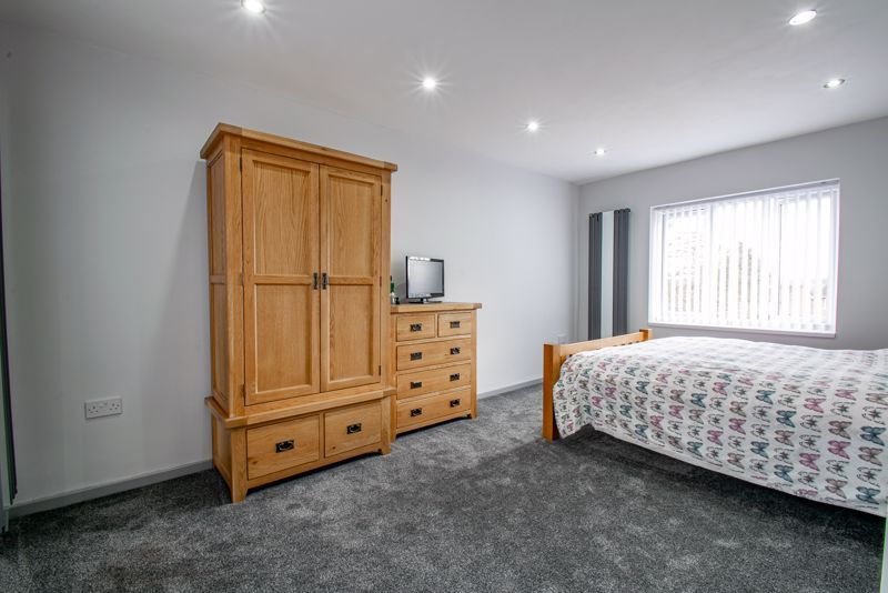 2 bed house for sale in Hewell Avenue 7