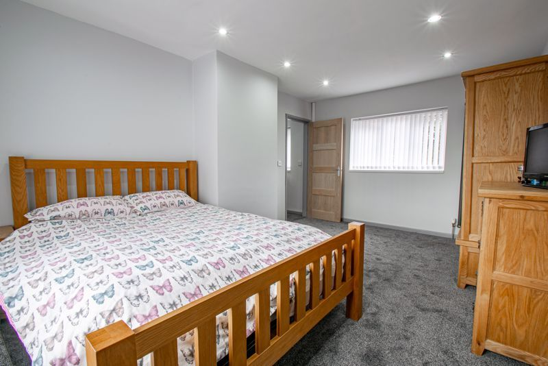 2 bed house for sale in Hewell Avenue 8