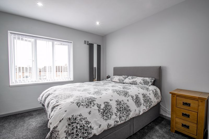 2 bed house for sale in Hewell Avenue 9