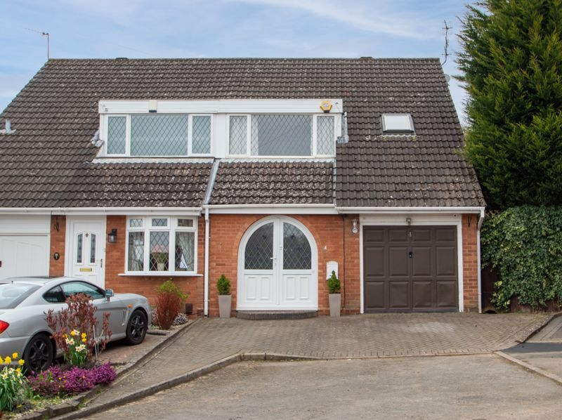 3 bed house for sale in Woodleigh Close - Property Image 1