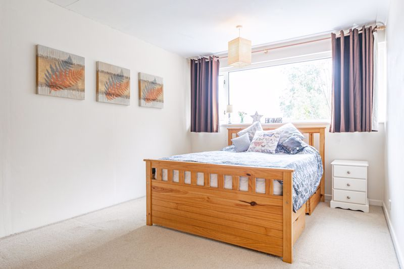 3 bed house for sale in Woodleigh Close 6