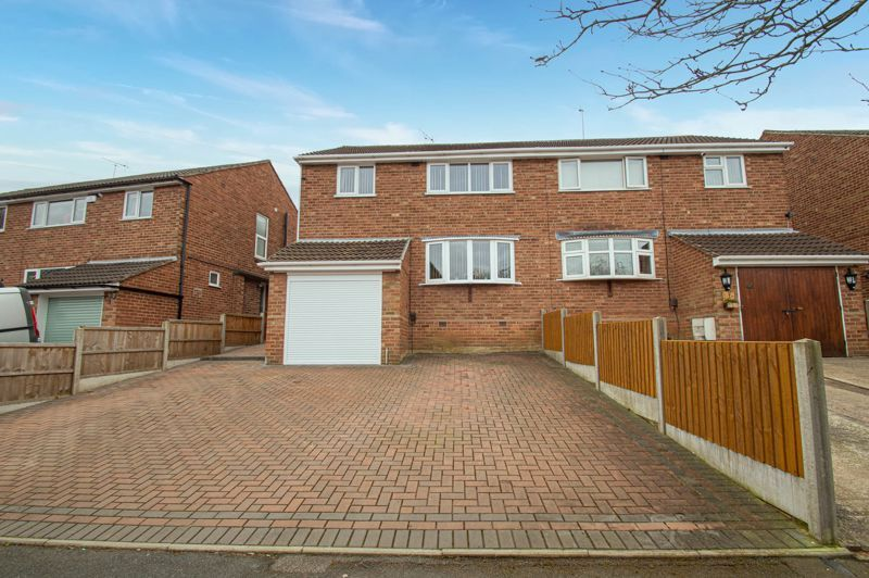 3 bed house for sale in Harport Road - Property Image 1