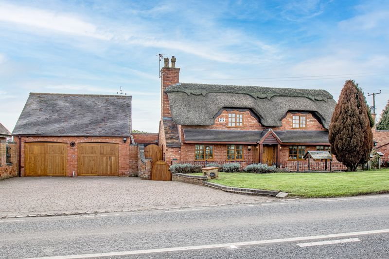 3 bed cottage for sale in Droitwich Road - Property Image 1