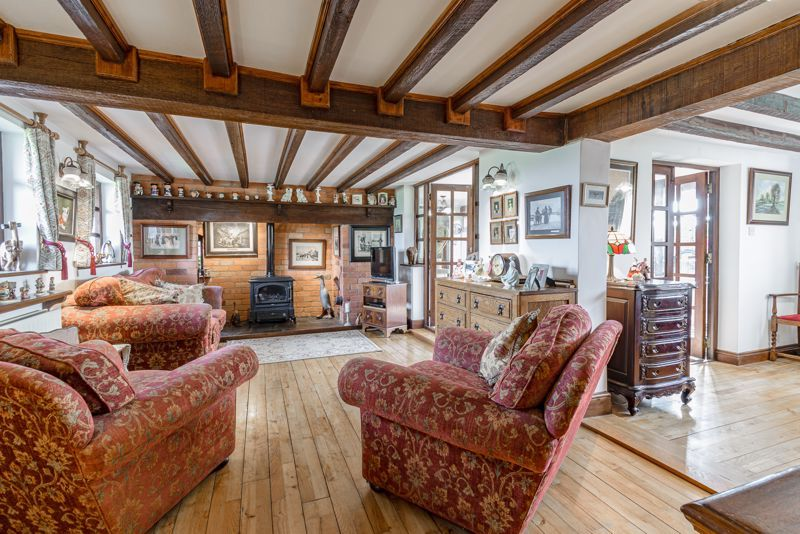 3 bed cottage for sale in Droitwich Road  - Property Image 2