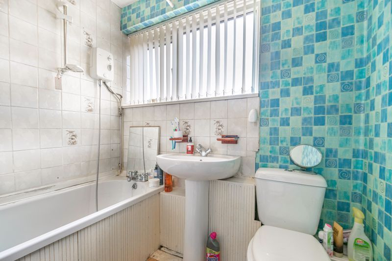 3 bed house for sale in Acton Close 11