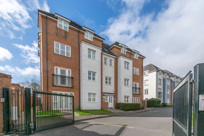 2 bed flat for sale in Shottery Close 1