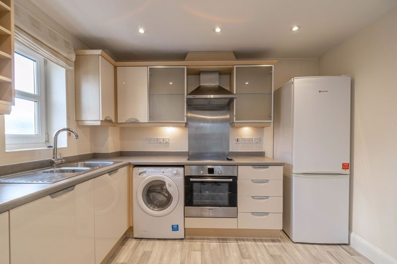 2 bed flat for sale in Shottery Close 3