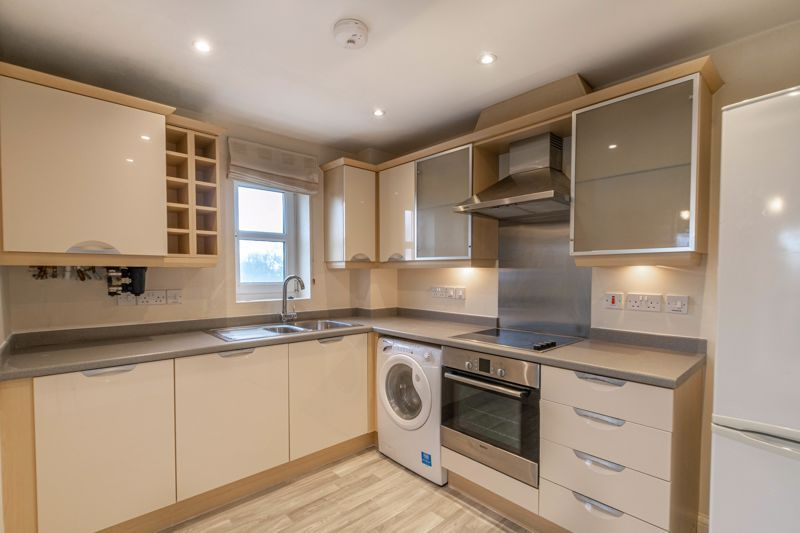 2 bed flat for sale in Shottery Close  - Property Image 4