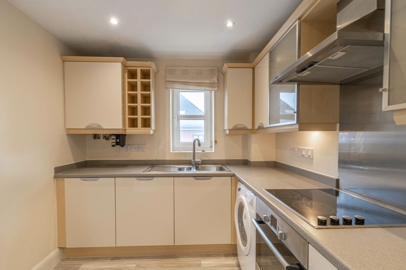 2 bed flat for sale in Shottery Close  - Property Image 5