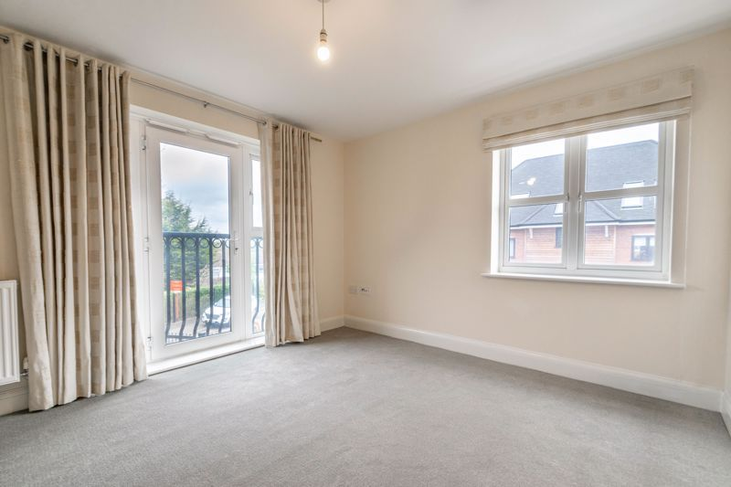 2 bed flat for sale in Shottery Close  - Property Image 6