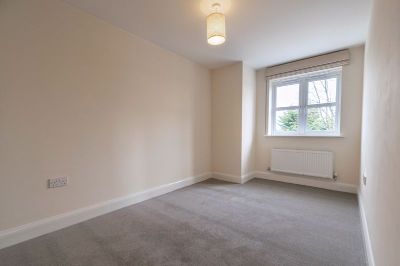2 bed flat for sale in Shottery Close  - Property Image 10