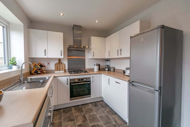 2 bed house for sale in Doulton Road 5
