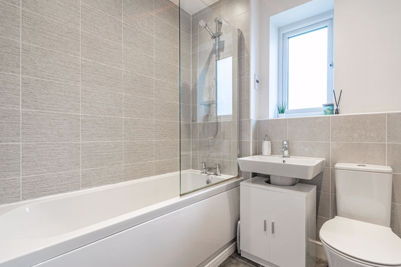 2 bed house for sale in Doulton Road 9