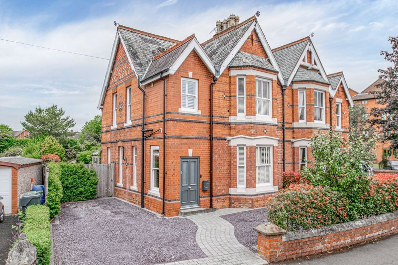 3 bed house for sale in The Crescent 1