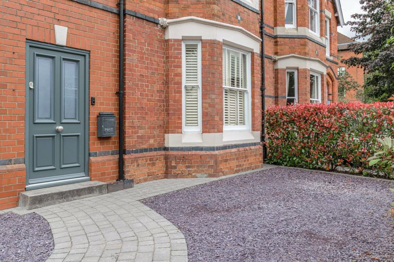 3 bed house for sale in The Crescent 15