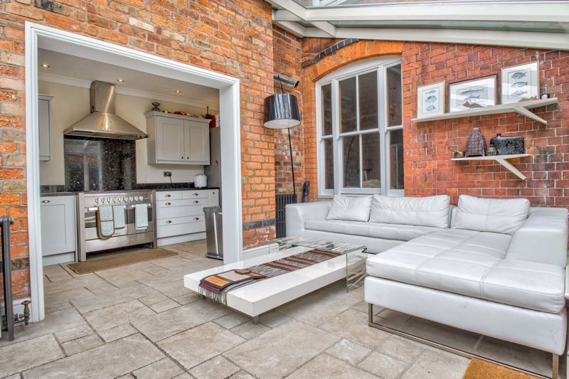3 bed house for sale in The Crescent 5