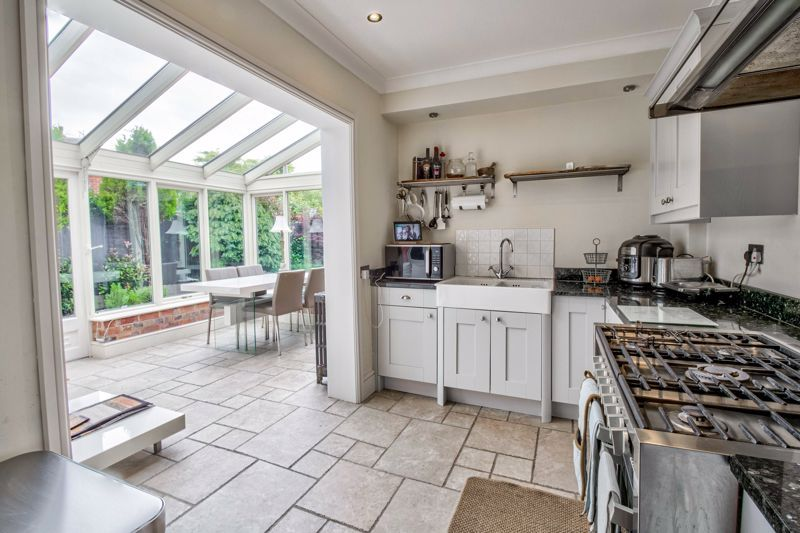 3 bed house for sale in The Crescent 8