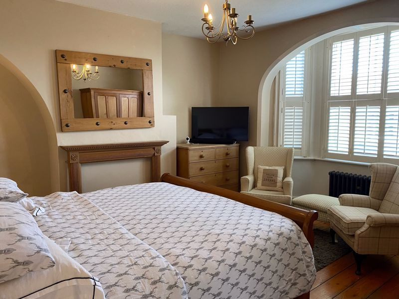 3 bed house for sale in The Crescent 9