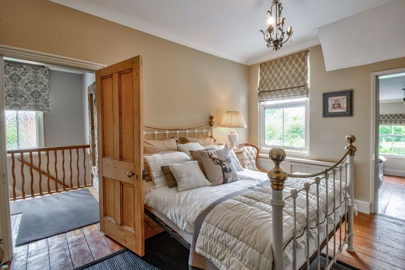3 bed house for sale in The Crescent 10