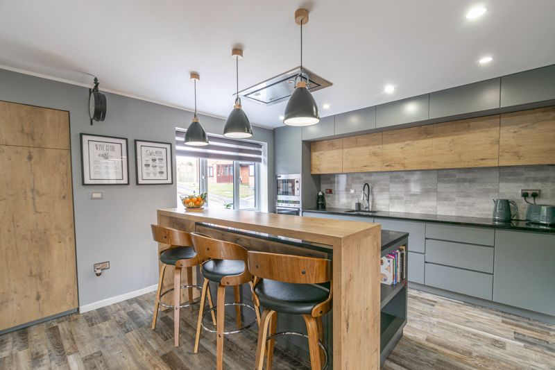 4 bed house for sale in Towbury Close 2