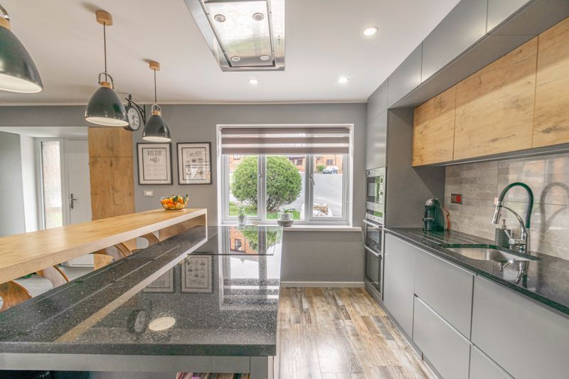 4 bed house for sale in Towbury Close 4