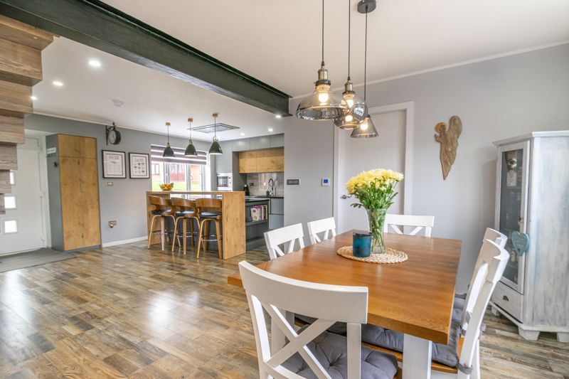 4 bed house for sale in Towbury Close 6