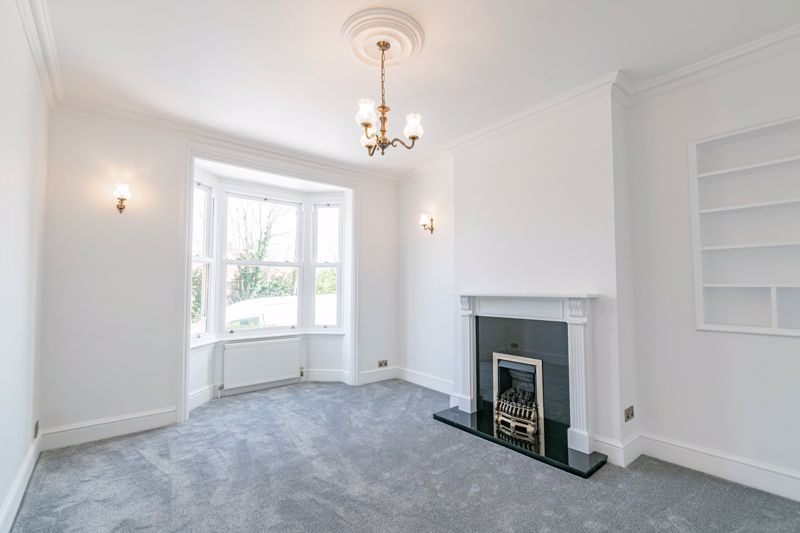 5 bed house for sale in Stourbridge Road  - Property Image 2