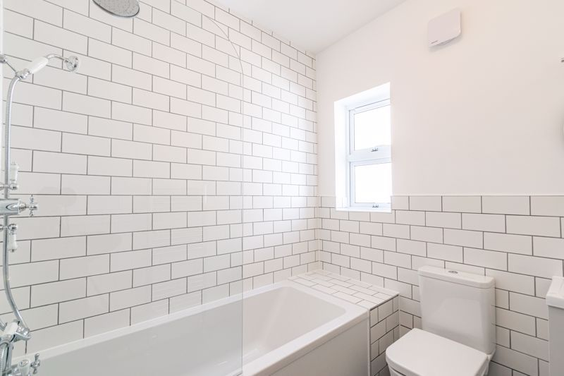 5 bed house for sale in Stourbridge Road  - Property Image 11