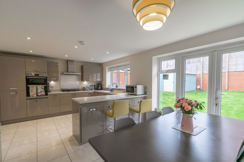 5 bed house for sale in Linthurst Crescent  - Property Image 2