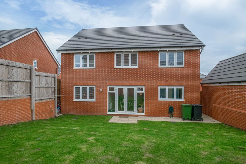 5 bed house for sale in Linthurst Crescent 14
